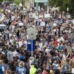 EE. UU.: miles protestan por la muerte de un afroamericano detenido por la policía