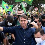 Bolsonaro ignora recomendaciones y participa en multitudinario mitin