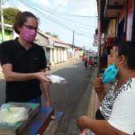 Jóvenes entregan más de 3,000 kits de higiene a vendedores callejeros para protegerse del Covid-19