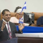 Analistas: Ortega se expone al «ridículo» al mantener a Acosta como ministro, pero busca evitar una implosión en la cúpula de poder
