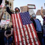 Una nueva oleada de protestas por la muerte de George Floyd estremece EE.UU. y lleva a un cierre de emergencia de la Casa Blanca