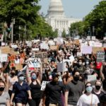 Temen nueva oleada de contagios en EE.UU. debido a protestas