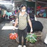 """""""Pena me daría robar"""", refiere joven mercadólogo, quien se desempeña como vendedor en el mercado La Mascota"""