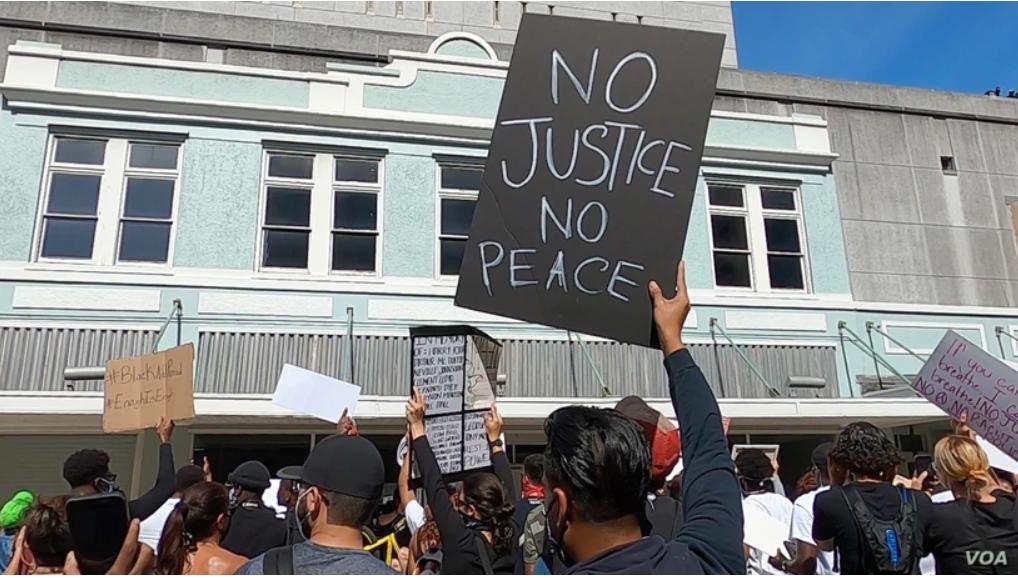 Esto Va Mas Alla Del Color De Piel Latinos En Las Protestas Por Floyd