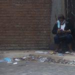 Descuido en plena pandemia: mascarillas y guantes desechables en las afuera de algunos hospitales de Managua