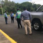 Policía Orteguista despoja de su camioneta a Aníbal Toruño, director de Radio Darío
