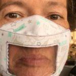 Protección ante el coronavirus: la ingeniosa mascarilla que permite a los sordos leer los labios (y ver una sonrisa)