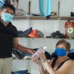 Comerciantes y sacerdotes regalan mascarillas y alcohol gel en varios municipios de Nueva Segovia y Madriz