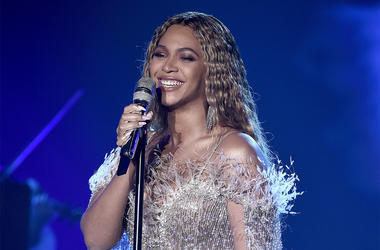 SANTA MONICA, CA - OCTOBER 11: Beyonce performs at the City of Hope Gala 2018 at The Barker Hanger on October 11, 2018 in Santa Monica, California. (Photo by Frank Micelotta/PictureGroup/Sipa USA)