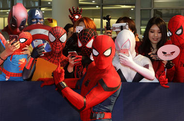 SEOUL, SOUTH KOREA - JULY 02: Spider-Man poses with fans during the 'Spider-Man: Homecoming' Seoul Premiere at Yeongdeunpo Times Square on July 2, 2017 in Seoul, South Korea. (Photo by Chung Sung-Jun/Getty Images)