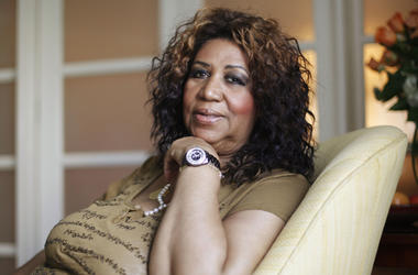 In this July 26, 2010 file photo, soul singer Aretha Franklin poses for a portrait in Philadelphia. Stevie Wonder visited an ailing Aretha Franklin at her home in Detroit on Tuesday, Aug. 14, 2018. Franklin's publicist Gwendolyn Quinn said Tuesday that th