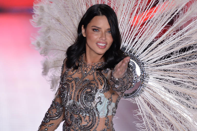 Adriana Lima Thanks Crowd At Final Victorias Secret Show Q1021