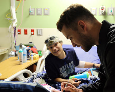 This photo provided by HCA Healthcare's Methodist Children's Hospital shows Justin Timberlake visiting patients at the San Antonio, Texas hospital Friday, Jan. 18, 2019. (Anthony McCartney/HCA Healthcare's Methodist Children's Hospital via AP)