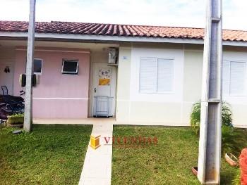 Casa Geminada 2 Dormitórios em Condomínio Fechado