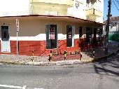 Frente esquina e sinaleira