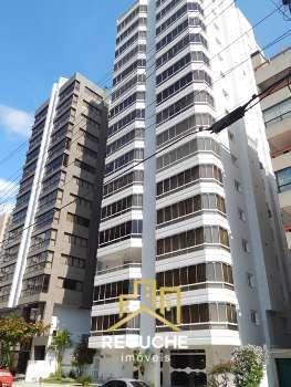 Apartamento localizado no centro de Torres
