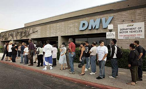 customers_waiting_outside_dmv_LA_CA