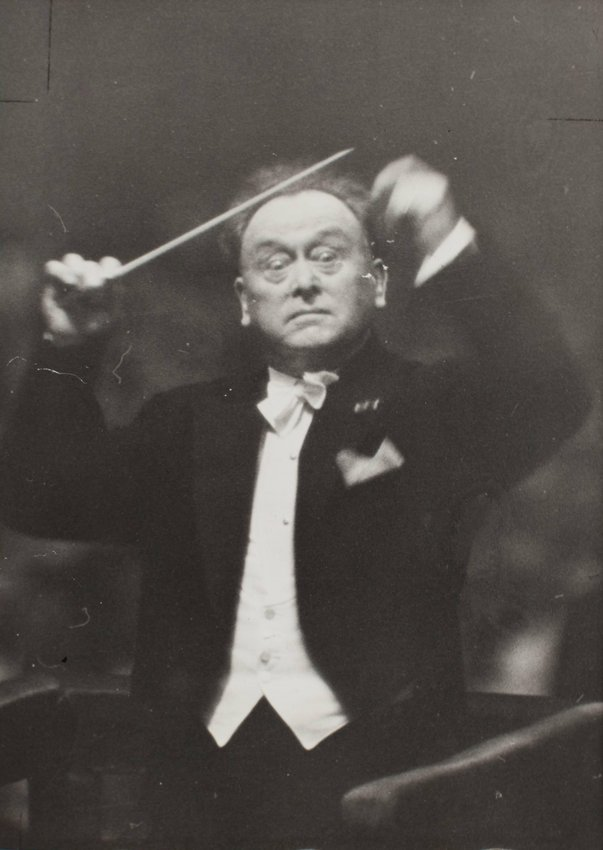 image of 'Willem Mengelberg conducting'
