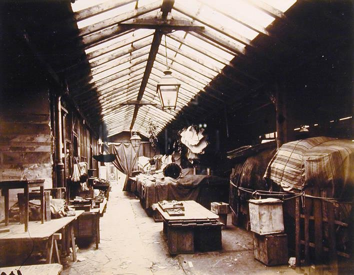 image of 'Marché des Sous Enfants [Rouge?], Rue de Bretagne'
