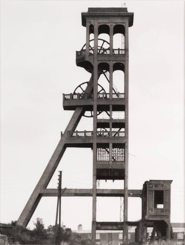 "Förderturm, 1920, Fosse ""Dutemple,"" Valenciennes, Nordfrankreich (Winding tower, 1920, Fosse ""Dutemple,"" Valenciennes, North France), from the portfolio Industriebauten (Industrial Buildings)"