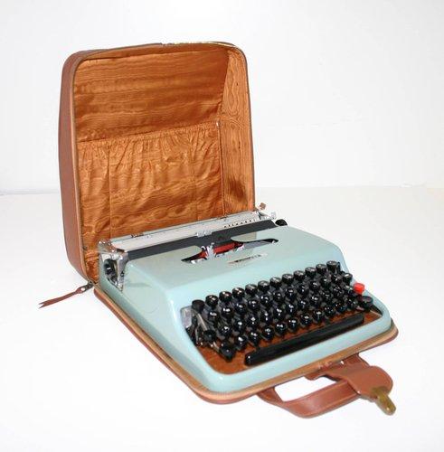 Lettera 22 Portable typewriter