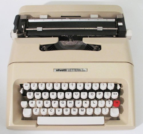 Lettera 35 portable typewriter