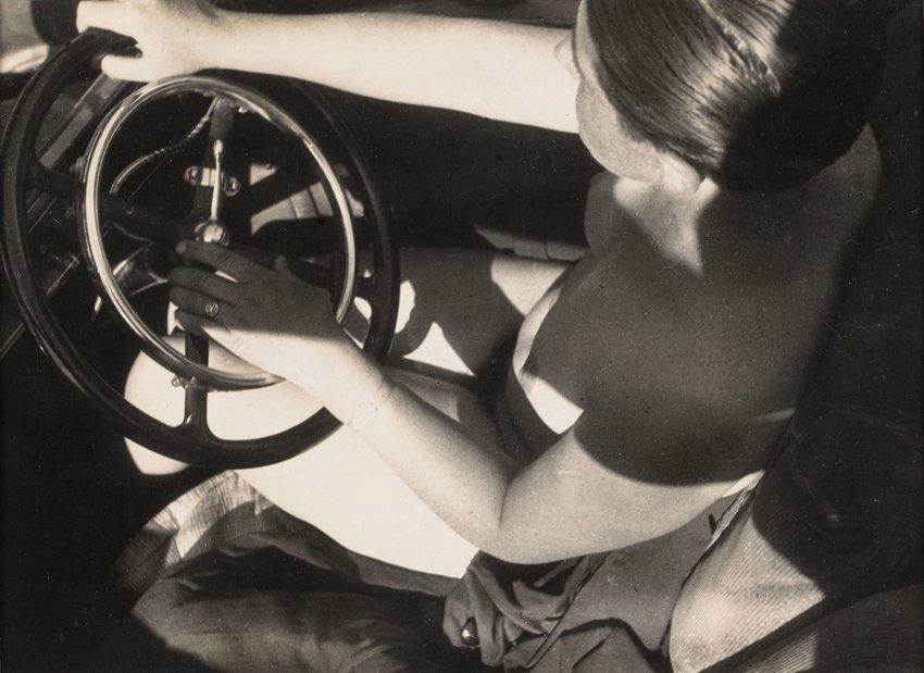 image of 'Nackt im Auto (oder: Fleisch und Metall) (Naked in Car [or: Flesh and Metal])'