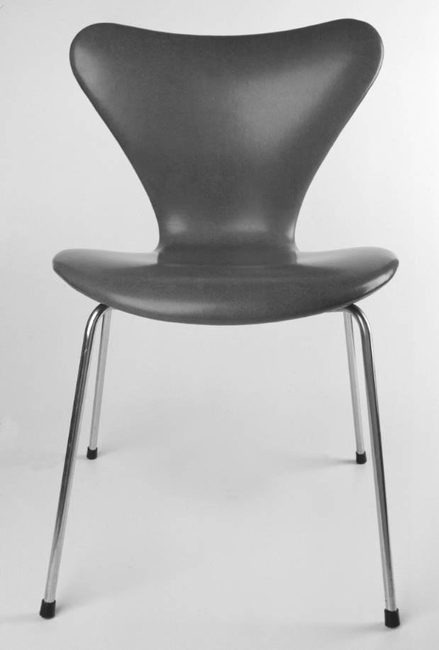 image of 'Series 7 chair, model 3109'
