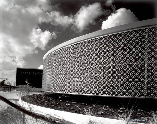 Parke-Davis Building, Charles Luckman, 1961