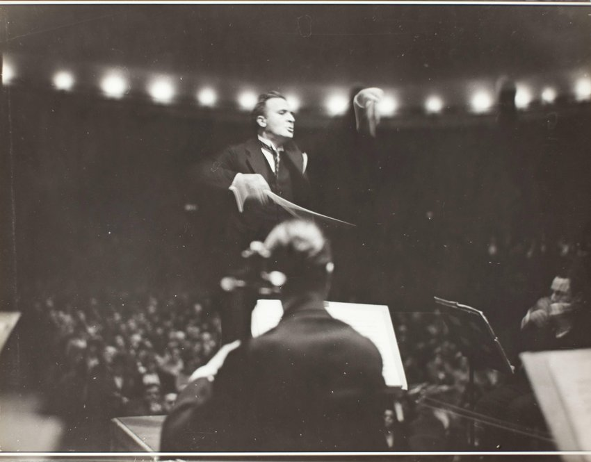 image of 'Bruno Walter conducting'