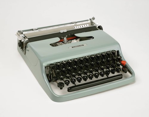 Lettera 22 Portable typewriter