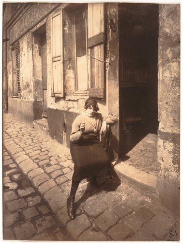 La Villette, fille publique faisant le quart, 19e. Avril 1921 (La Villette, Streetwalker Waiting for a Client, 19th arrondissement. April 1921)