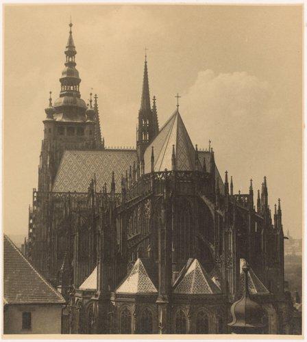 Chrám sv. Víta od východu. Pohled s kostela sv. Jiři (The side of St. Vitus Cathedral seen from the Church of St. George, from the portfolio Svatý Vit, Saint-Guy)