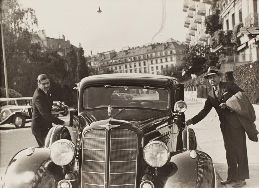 image of 'Anthony Eden on his way from the League of Nations Secretariat building to the Beau Rivage Hotel'