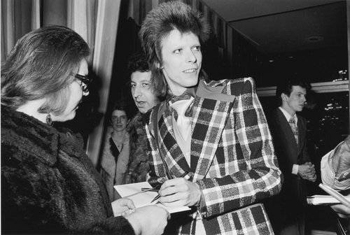 David Bowie signing autographs, Beverly Hilton Hotel