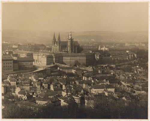 Pohled na královský hrad s chrámem sv. Víta s Petřína (The Royal Castle and St. Vitus Cathedral, from the portfolio Svatý Vit, Saint-Guy)
