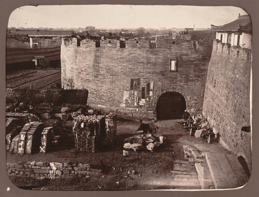 image of 'Ville fortifee dans les environs de Shang-hai (Fortified City in the Vicinity of Shanghai)'