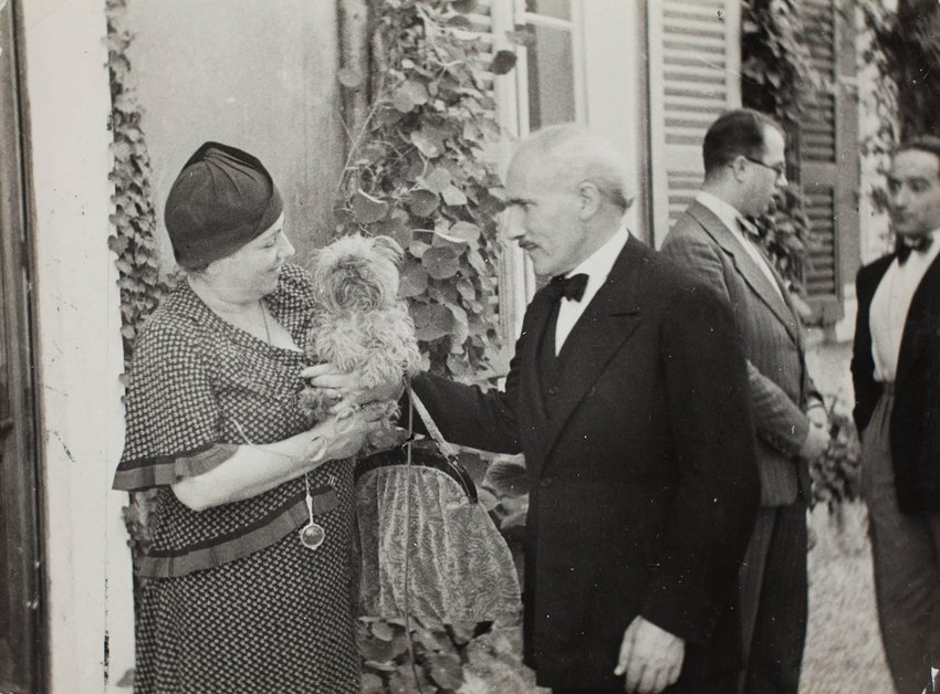 image of 'Arturo and Carla Toscanini with their dog after lunch on Isola Pescatore'