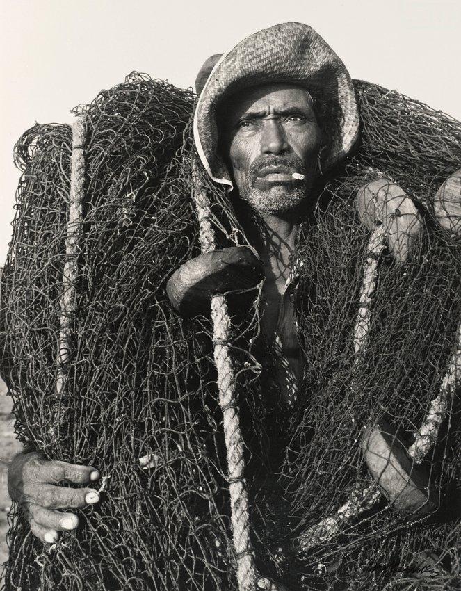 image of 'Pescador envuelto en redes, Veracruz (Fisherman Wrapped in Nets, Veracruz )'