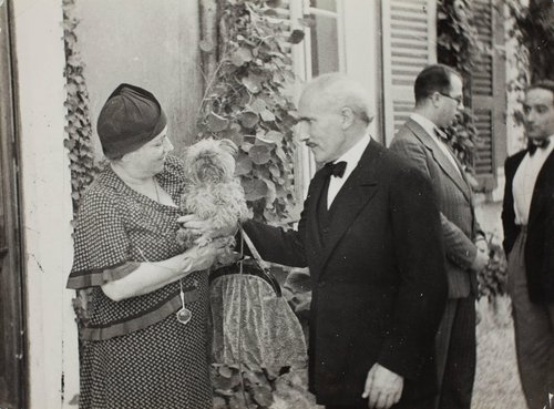 Arturo and Carla Toscanini with their dog after lunch on Isola Pescatore