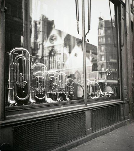 Magasin d'instrument de musique avec reflet de l'église Saint-Nicolas-des-Champs (Store of Musical Instruments with Reflection of the Saint-Nicolas-des-Champs Church)