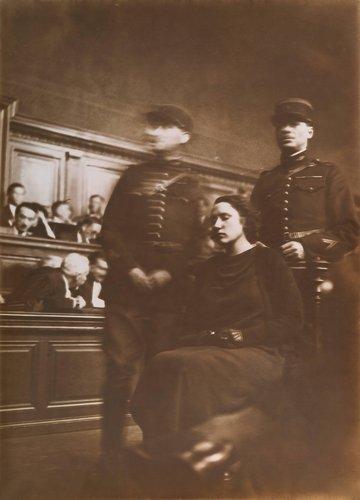 Violette Nozière à son procès (Violette Nozière at her trial)