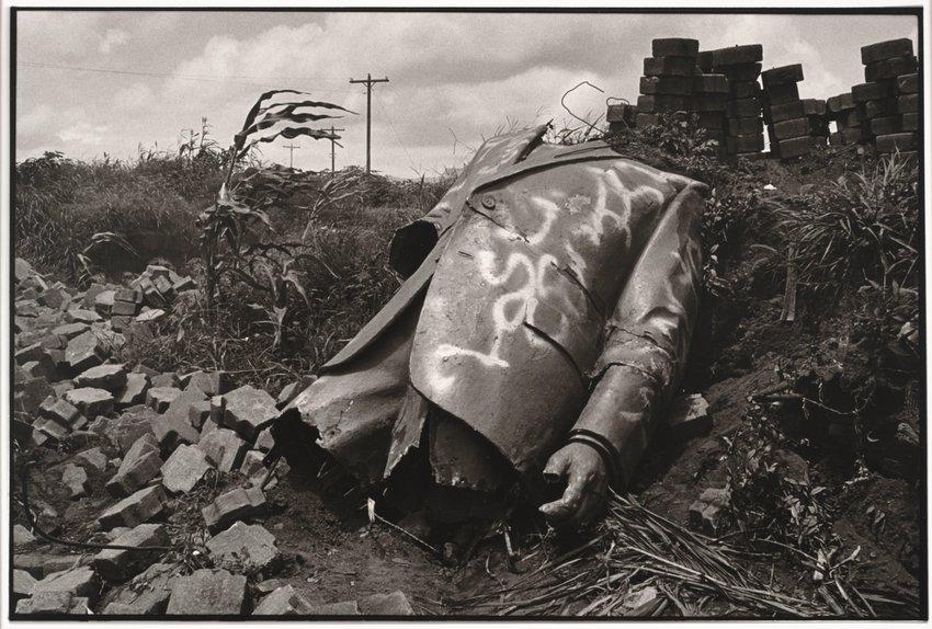 image of 'Somaoza destruido (Somaoza Destroyed)'