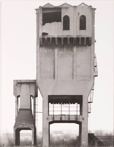 "Silo für Kokskohle, ca. 1920, Kokerei ""Escheveiler Reserve,"" bei Aachen (Silo for Coking Coal, ca. 1920, Coking Plant of ""Escheveiler Reserve,"" Aachen), from the portfolio Industriebauten (Industrial Buildings)"