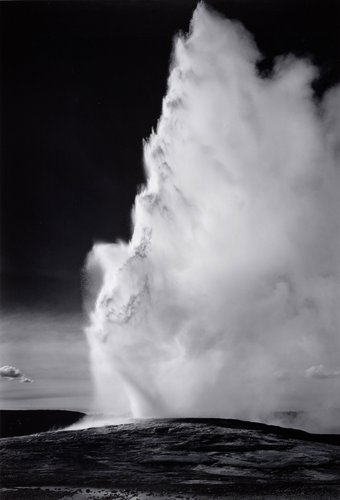 Old Faithful Geyser, Yellowstone National Park, Wyoming