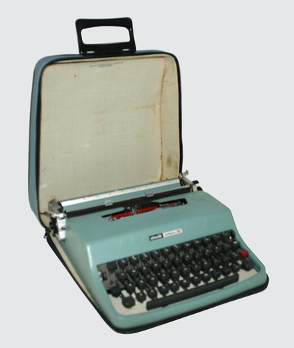Lettera 32 Portable Typewriter