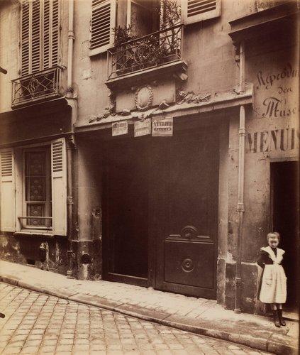 Porte, vieille maison, 15 rue Servandoni (Door, old house, 15 Servandoni Street)