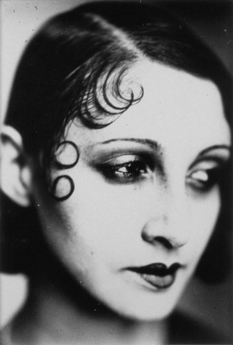 Renée Perle, Portrait with Kiss Curls