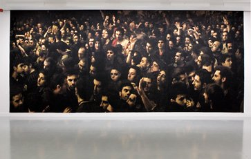 Craigie Horsfield, tapestry of people in crowd