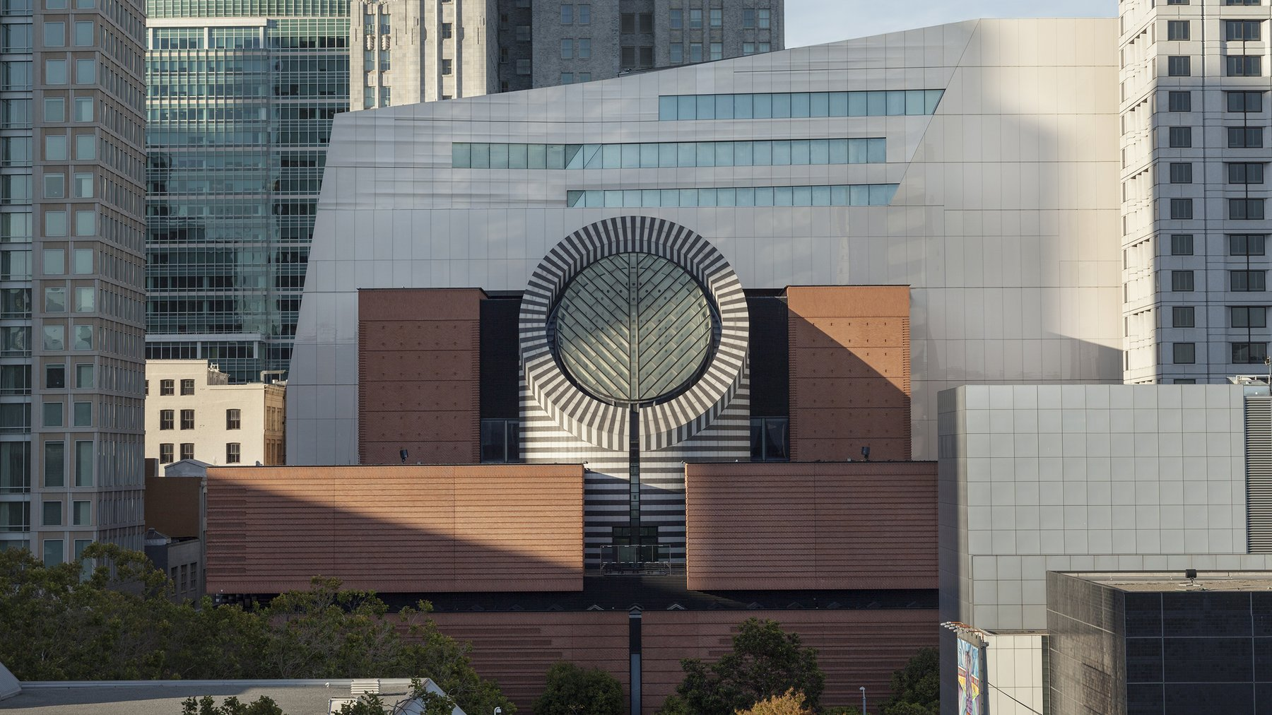 The front of the SFMOMA building